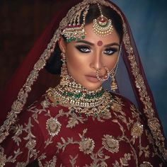 We cant get over work ? the model looks stunning! A perfect look for a fall bride We cant get over work ? the model looks stunning! A perfect look for a fall bride Pakistani Bridal Makeup Red, Asian Wedding Makeup, Indian Makeup, Wedding Makeup Looks, Wedding Makeup Artist, Indian Bridal Wear, Indian Wedding Jewelry, Bridal Jewellery, Arabic Makeup