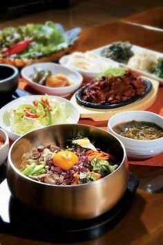 Yummy bibimbap, je-yuk bokkeum, and banchan! South Korean Food, Korean Street Food, K Food, Food Porn, Korean Dishes, Food Festival, I Love Food, Asian Recipes, Food Inspiration
