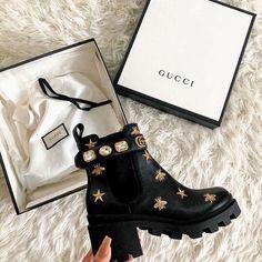 Chanel Sandals, Chanel Purse, Trendy Shoes, Cute Shoes, Zapatos Louis Vuitton, Gucci Boots, Aesthetic Shoes, Dior Handbags, Replica Handbags