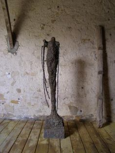 Paul de Pignol, these arms which encumber me II, 2006, bronze, 150 cm