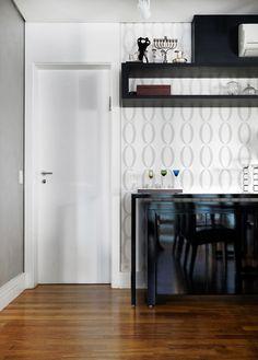 Um décor bonito e funcional. Veja: http://www.casadevalentina.com.br/projetos/detalhes/de-bem-com-o-bolso--608 #decor #decoracao #interior #design #casa #home #house #idea #ideia #detalhes #details #style #estilo #cozy #aconchego #conforto #casadevalentina #kitchen #cozinha