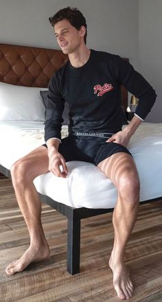 Hairy Legs Guys, Bad Day Humor, Cool Hairstyles For Men, Barefoot Men, Mens Flip Flops, Male Feet, Athletic Men, Cute Gay, Attractive Men