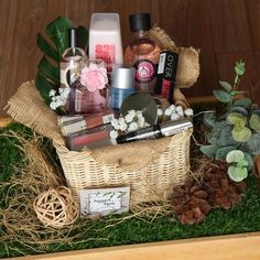 New Diy Wedding Planner Decor 24 Ideas Wedding Hamper, Wedding Gift Baskets, Rustic Wedding Gifts, Wedding Gift Wrapping, Wedding Gift Boxes, Vintage Wedding Theme, Wedding Favors, Simple Wedding Decorations, Simple Weddings