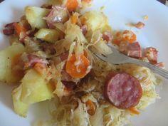 Zapiekanka ziemniaczana z kiełbasą,boczkiem i kiszoną kapustą. Hawaiian Pizza, Food, Recipes, Meals, Yemek, Eten