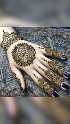 Circle Mehndi Designs, Round Mehndi Design, Henna Tattoo Designs Simple, Back Hand Mehndi Designs, Stylish Mehndi Designs, Henna Art Designs, Mehndi Designs 2018, Mehndi Designs For Beginners, Mehndi Designs For Girls