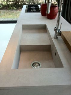 Particolare lavello rivestito in Ecomalta, si può realizzare a misura anche vasca unica