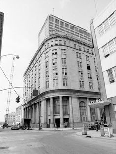 This building that housed First American National Bank at Fourth Avenue, North, and Union Street for 42 years will fall victim to the wrecking ball in a few days. The structure, shown here Aug. 2, 1973, was built in 1926 to suit the personnel tastes of a banker, historians characterize as a Òdignified aristocrat,Ó James E. Caldwell.