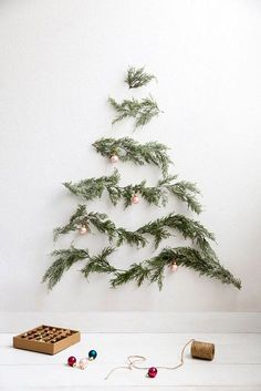 9 Persevering ideas: Natural Home Decor Diy How To Make natural home decor rustic house.Natural Home Decor Ideas Decoration natural home decor rustic furniture.All Natural Home Decor Woods. Alternative Christmas Tree, Diy Christmas Tree, Winter Christmas, All Things Christmas, Christmas Holidays, Christmas Wreaths, Modern Christmas, Natural Christmas, Beautiful Christmas