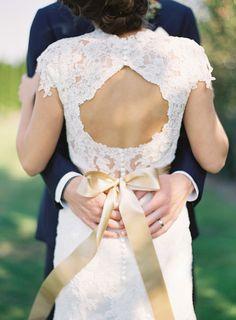 robe mariée, wedding dress, lace? Right? @Careasa Griffith Baxmann