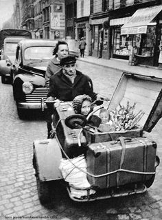 Going on holiday, Paris Old Paris, Vintage Paris, French Vintage, Vintage Pictures, Old Pictures, Old Photos, Love Photography, Black And White Photography, Street Photography