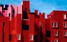 La Muralla Roja: http://www.casadevalentina.com.br/blog/la-muralla-roja/