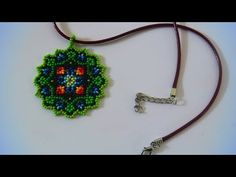 This pendant is a charms made of beads using the technique of Huichol motifs. Beaded Rings, Beaded Jewelry, Beaded Bracelets, Crochet Flower Tutorial, Tatting Jewelry, Native Beadwork, Earring Tutorial, Beaded Ornaments, Beaded Flowers