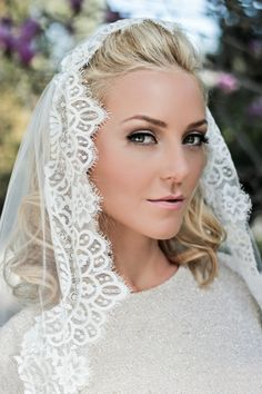 "Chantilly Lace Juliet Bridal Cap Wedding Veil, Single Layer Mantilla, Fingertip, Waltz, Chapel, Cathedral, 34"" Style: Miss Daisy"