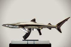 Escultura de acero inoxidable.