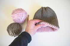 free crochet pattern for a double brim beanie. I love the pop of pink on the inside brim of the hat!
