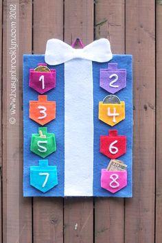 Hanukkah wall hanging craft. Make your own draidel-pocket gift box out of felt for festive Chanukah decor!