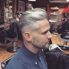 101 Short Back & Sides Long On Top Haircuts To Show Your Barber in 2018 – coiffures et barbe hommes Guy Haircuts Long, Older Mens Hairstyles, Mens Medium Length Hairstyles, Hairstyles Haircuts, Barber Hairstyles, Barber Haircuts, Silver Hair Men, Grey Hair Men, Long Gray Hair