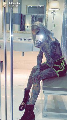 Jeffree Star Snapchat, Jeffree Star Tattoos, Jeffry Star, Mean Girls Movie, Hair Tinsel, Alien Queen, Shane Dawson, Brown Hair Colors, Celebs