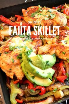 This Skinny Fajita Skillet is a perfect dinner for tonight. It is super easy and all done in one pan, making it perfect for a weeknight dinner. . #fajita #skillet #skinny #dinner #summer #chicken #peppers #sparklesnsprouts