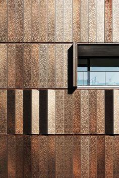 Multifunktionalen Lochblech-Module an der Fassade von Housing Development in Berlin.