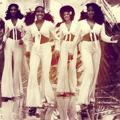 Sister Sledge - family group who 'spiced' up the disco floor at many discos 70s Inspired Fashion, 70s Fashion, Vintage Fashion, 1970s Disco Fashion, Disco Girl, Look Disco, Sister Sledge, 70s Outfits, Vintage Black Glamour