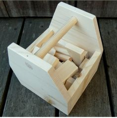 How to make a simple and convenient wooden tool box.