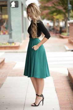 Teal midi skirt with pockets on both sides! Delightful Ways Teal Skirt … Modest Outfits, Skirt Outfits, Classy Outfits, Dress Skirt, Casual Outfits, Dress Up, Cute Outfits, Cute Dresses, Pleated Skirt