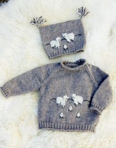 Stickad tröja och mössa med får 2 Knitted Baby Cardigan, Knitted Baby Clothes, Animal Knitting Patterns, Baby Patterns, Sock Monkey Pattern, Baby Barn, Knit Art, Knitting For Kids, Baby Sweaters