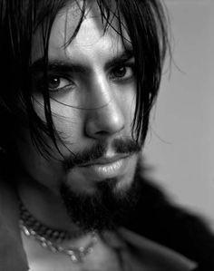 Dave Navarro http://s304.photobucket.com/albums/nn199/lillstar13/?action=view=portrait_DaveNavarro_1.jpg=1