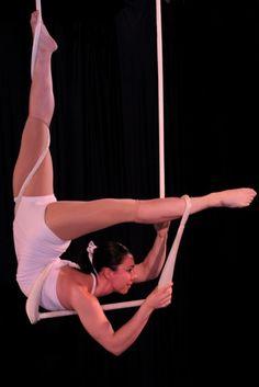 'trap' #trapeze #flexibility #legs #cirque