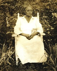 ALBERTA BRADFORD, a renowned Old-Time Spiritual Singer, who had grown up in slavery on Avery Island, Louisiana. Bradford had grown up on Avery island, as a slave belonging to the McIlhenny family. The McIlhennys were a prominent local clan who owned a sugar plantation, but whose most famous business today is making Tabasco Sauce. Photo: Alberta Bradford, Avery Island, ca. 1933.~ courtesy of E. A. McIlhenny Enterprises, Inc.