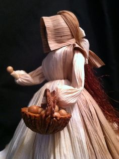 Apple Head Dolls, Corn Husk Wreath, Corn Husk Crafts, Corn Dolly, Corn Husk Dolls, Wood Burning Art, Clothespin Dolls, Paper Ornaments, Cool Woodworking Projects