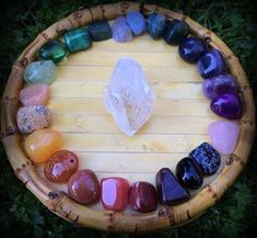 Gratitude Giveaway: The Chakra Dream gemstone set. I Love Love Love this Dream gemstone set. Just think of the energy it will radiate in any room of your house. Crystal Magic, Crystal Grid, Crystal Healing, Crystals And Gemstones, Stones And Crystals, Chakra Crystals, Gem Stones, Feng Shui, Rocks And Gems