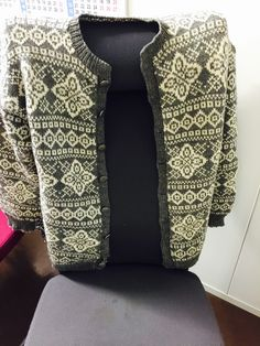 Easy Knitting Patterns for Beginners - How to Get Started Quickly? Knitting Machine Patterns, Easy Knitting Patterns, Norwegian Knitting, Knit Vest, Ravelry, Knitwear, Knit Crochet, Diy And Crafts, Cross Stitch
