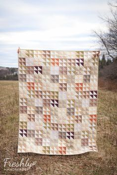 Earthy man quilt made from half square triangles. Quilting Projects, Quilting Designs, Neutral Quilt, Quilt Storage, Half Square Triangle Quilts, Man Quilt, How To Finish A Quilt, Quilt Bedding, Quilt Making