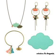 Assortiment de bijoux ''Aigue'', ''Beige'' et ''Corail''. Dans cet assortiment, vous pouvez réaliser un bracelet, un collier et des B.O. Et pour avoir vraiment la tête dans les nuages, vous pouvez coller votre agrément nuage sur vos vêtements ou sacs. A vous de jouer ! #ladroguerie #bijoux