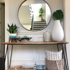 Wood and metal console table foyer console table decor ideas foyer console Hallway Table Decor, Entry Tables, Room Decor, Hallway Console Table, Console Mirror, Rustic Entryway, Entryway Decor, Foyer Furniture, Console Table Styling