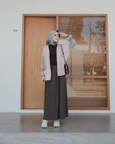 by for Hijab Modern Hijab Fashion, Street Hijab Fashion, Muslim Fashion, Modest Fashion, Korean Fashion, Fashion Outfits, Hijab Casual, Hijab Chic, Hijab Mode Inspiration