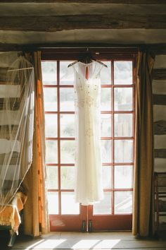 This Jenny Packham gown is really beautiful! Photography by christinefarah.com