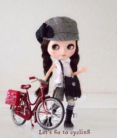 おはようございます 今日は、あいにくの雨ですね 連休は、お天気になるみたいなので楽しみに待つことにいたしましょう〜〜 さて、昨日作ったショルダーバッグ 実は新しい自転車をゲットしたローマちゃんのお出かけ用〜〜 お天気になったらSJちゃん達と自転車でお出かけしようねって約束していたからなんです。 それまで上手に自転車に乗れるように練習しなきゃね〜〜〜  ......... #blythe #ブライス #アウトフィット #outfit #handmade #doll  #dolls  #dollphotography #instadoll #dolloutfit #blythestagram #dollinstagram #dollstagram #dollfashion #人形服 #dollfashion #blythedoll #blytheoutfit #blythestagram #ブライス服 #ブライスof #ミニショルダーバッグ #ミニチュア #ローマ #ミルキーウェイシュガー #サイクリング #ミニチュア自転車