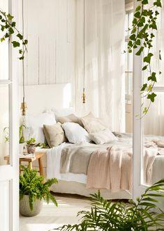 Dormitorio en blanco con cama bien vestida_ 00427724