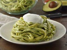 Pasta con Salsa de Aguacate y Yoghurt | Deliciosa receta de pasta con salsa a base de Yoghurt con aguacate y cilantro. Se volverá un favorito en tu cocina.