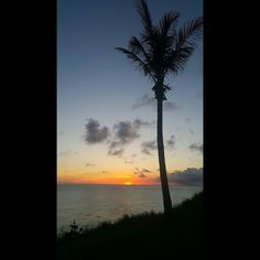 Monroe Beach - Bermuda #portroyalgolfcourse #bermuda #wearebermuda #lovemyisland #horizon #sunsetlife #love #gorgeous #relaxing #clouds #Godisgood #sunsetpicture #sunsetlovers #sunset_madness #sunsetporn #cloudlovers #reality #naturalphotography by dlaminaphotography
