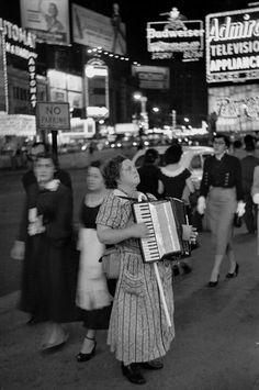 Times Square, New York 1953 - Edouard Boubat