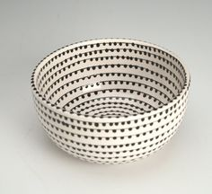 EveryDay with Rachael Ray Black and White Bowl with Hand Painted Vertigo Spiral Dots on Etsy, Pottery Painting, Ceramic Painting, Ceramic Art, Diy Painting, Brown And Grey, Black And White, Hand Painted Ceramics, Ceramic Plates, Earthenware