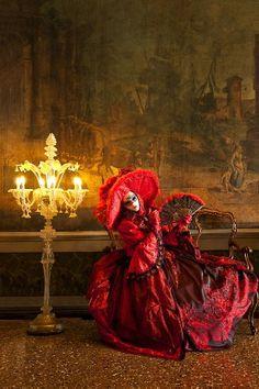 Carnival in Venice, Italy - Jim Zuckerman Photography Venice Carnival Costumes, Venetian Carnival Masks, Carnival Of Venice, Venetian Masquerade, Masquerade Ball, Masquerade Wedding, Venice Carnivale, Venice Mask, Costume Venitien