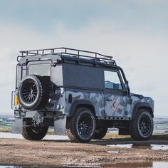"""329 Likes, 4 Comments - Land Rovers of London (@landroversoflondon) on Instagram: """"Awesome shot of the @guerillacast Defender by @faber_photography_ #LandRoversofLondon #LandRover…"""""""