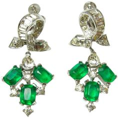 Pre-owned Vintage 1960s Emerald Crystal Jomaz Earrings ($210) ❤ liked on Polyvore featuring jewelry, earrings, clip-on earrings, long clip earrings, crystal clip on earrings, clear crystal earrings, vintage jewelry and crystal clip earrings