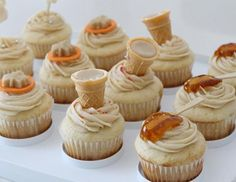 cupcake érable sirop tire cornet glaçage Canadian Cuisine, Canadian Food, Easy Desserts, Delicious Desserts, Kids Party Treats, Baking Recipes, Cake Recipes, Valentines Baking, Cake Fillings