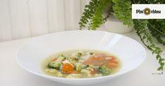 Zima je vplnom prúde a s ňou aj chuť na teplé polievky, ktoré v týchto dlhých dňoch zahrejú. Polievka obsahuje veľa zeleniny, čím doplníme cenné vitamíny. Potrebujeme: – cibuľu – 2 väčšie mrkvy – 200 g karfiolu – 200 g brokolice –3 PLhrubej múky – 1 PL oleja – vajíčko – petržlenovú vňať – maslo … Soup, Ethnic Recipes, Soups
